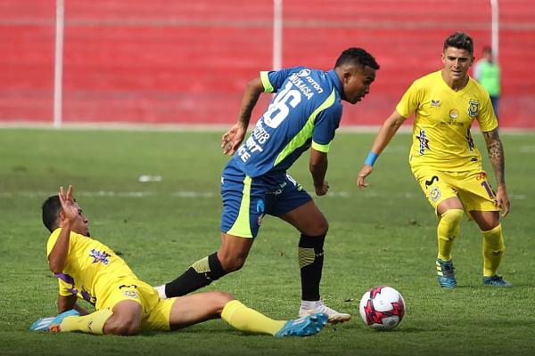 Junior Ponce se enfrenta a Branco Serrano en la acción individual. (Foto: cortesía Luis Padilla)