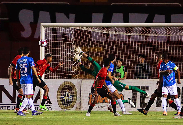 Unión Comercio fue un festival de goles desperdiciados. (Foto: Agencia Click)