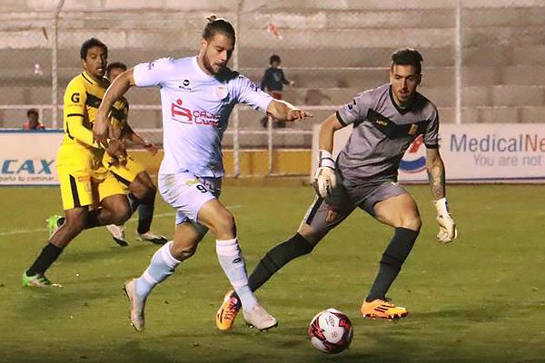 Cristian Alessandrini se enfrenta a Franco Thomas. (Foto: Prensa Real Garcilaso)