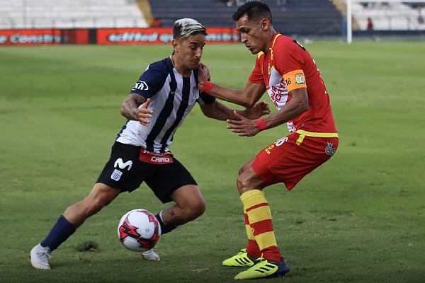 Alejandro Hohberg se enfrenta a Manuel Corrales para salir airoso en el duelo. (Foto: Pedro Monteverde / DeChalaca.com)