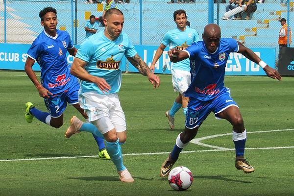 Los ojos puesto en Emanuel Herrera y la posibilidad de romper un récord. El argentino cumplió. (Foto: Aldo Ramírez / DeChalaca.com)