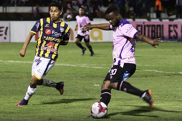 Johnnier Montaño fue el más participativo del ataque rosado. (Foto: Pedro Monteverde / DeChalaca.com)