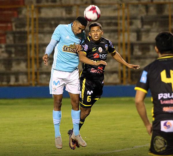 Marcos López también se divirtió con el ataque rimense. (Foto: Prensa Sporting Cristal)