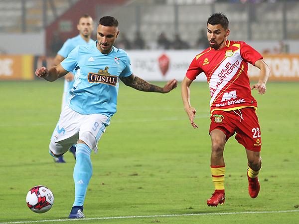 A diferencia de otros partidos, Emanuel Herrera no anotó, pero participó en el triunfo y título rimense. (Foto: Pedro Monteverde / DeChalaca.com)