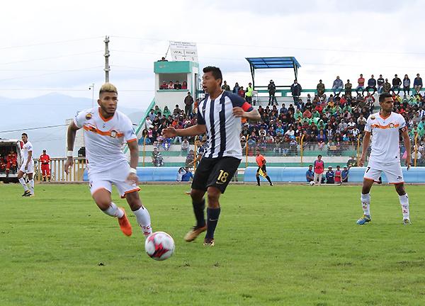 Tarek Carranza y Rinaldo Cruzado tuvieron un interesante duelo en la mitad de cancha. (Foto: cortesía Ovación digital)