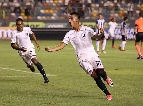 Anthony Osorio grita a todo pulmón su primer gol como profesional, ni más ni menos que en un clásico. (Foto: Pedro Monteverde / DeChalaca.com)