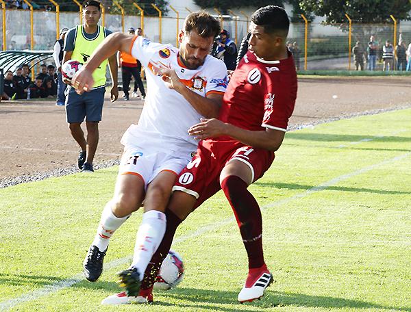 Mauricio Montes fue un dolor de cabeza para Brayan Velarde. Ayacucho hizo los deberes para ganar. (Foto: Ciro Madueño)