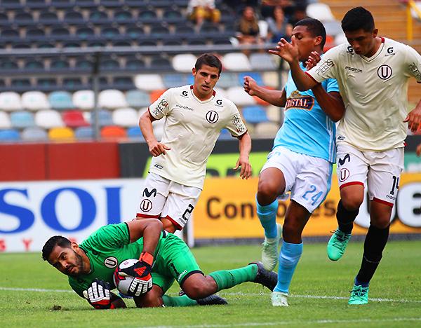 Raúl Fernández tuvo trabajo ante Cristal. El 3-3 fue reflejo de un partido atractivo. (Foto: Pedro Monteverde / DeChalaca.com)