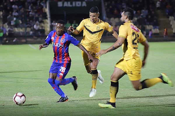 Durán volvió a Primera y fue pura velocidad. (Foto: Mijaíl Úrsula)