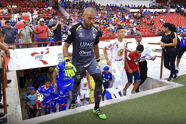 Heredia también volvió con fuerza y le quitó el gol a Tarek Carranza en la segunda mitad. (Foto: Celso Roldán)