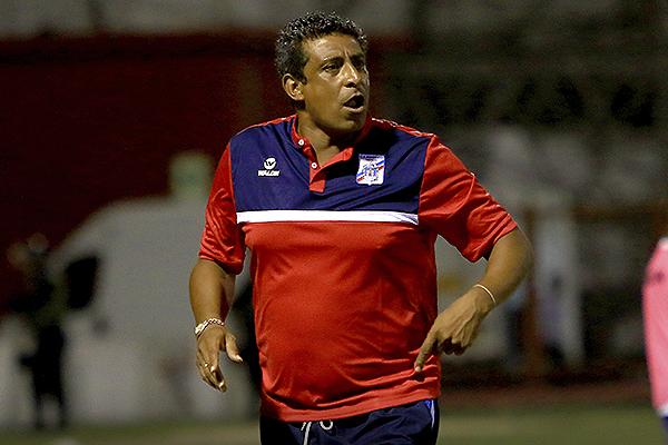 El 4-2-3-1 de José Soto en la Segunda División con Mannucci no tenía motivos para cambiar. (Foto: Celso Roldán)