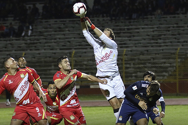 Libman no pudo salvar a Huancayo, pero sí tuvo intervenciones importantes. (Foto: Pedro Monteverde / DeChalaca.com)