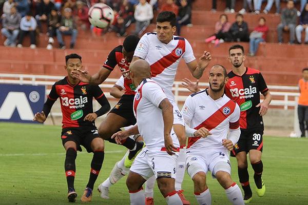 A Ganoza le costó enfrentarse a la experiencia de Bulos. (Foto: Fredy Salcedo)