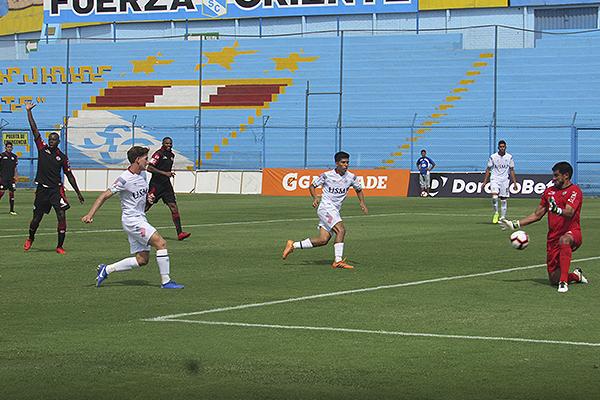 ¿Entra en la polémica el gol de Marcelo Olivera? (Foto: Aldo Ramírez / DeChalaca.com)