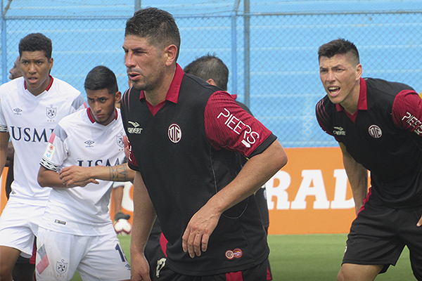 El regreso de Almirón al fútbol peruano no fue el esperado. (Foto: Aldo Ramírez / DeChalaca.com)