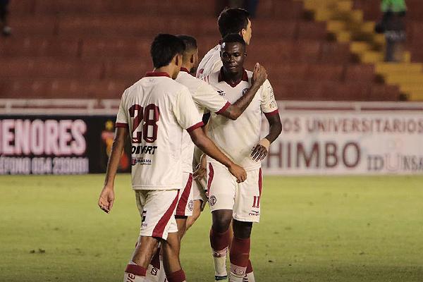 Jarlín Quintero entró bien, pero se perdió una oportunidad inmejorable para anotar. (Foto: Fredy Salcedo / DeChalaca.com)