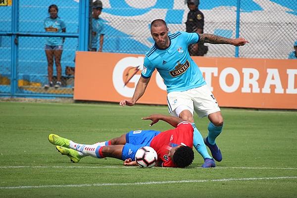 No siempre Herrera puede ser efectivo frente al arco. (Foto: Fabricio Escate / DeChalaca.com)