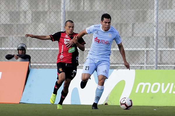 Rengifo tuvo un control formidable que por poco acaba en gol. (Foto: José Carlos Angulo / DeChalaca.com)