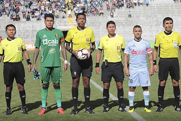 Dentro de las decisiones más discutidas, Ordóñez expulsó a Pautasso. (Foto: José Carlos Angulo / DeChalaca.com)