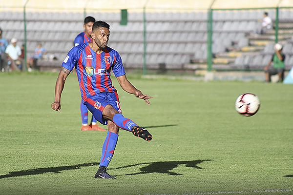 Lionard Pajoy en su regreso al fútbol peruano mostró sus condiciones. El colombiano no pierde la efectividad. (Foto: Mijail Úrsula / DeChalaca.com)