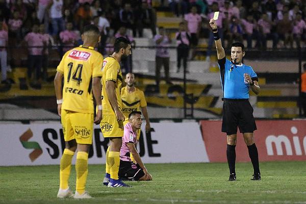 Kevin Ortega tuvo algunas decisiones que generaron reclamos. (Foto: Pedro Monteverde / DeChalaca.com)