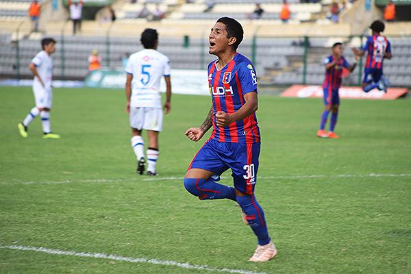 Aunque anotó, Sernaqué también desperdició una ocasión clara. (Foto: Mijail Úrsula / DeChalaca.com)