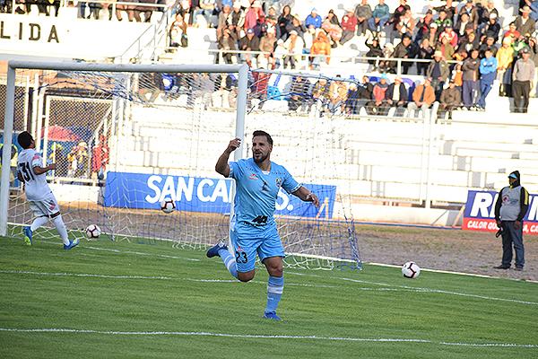 Vergara celebra y la masa presente en el Guillermo Briceño se sintió satisfecha. (Foto: David Ramos / DeChalaca.com)