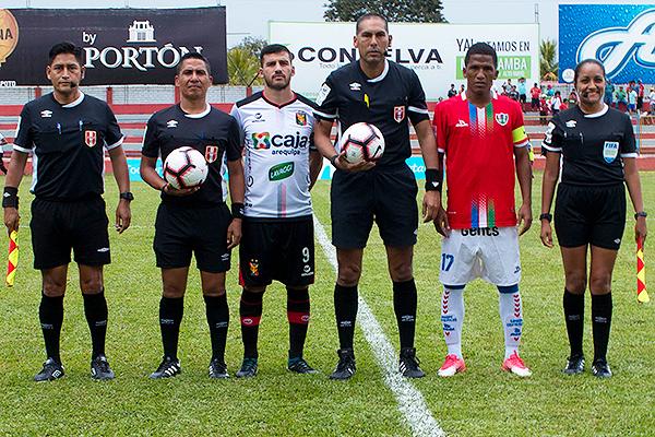 Blanco posa como principal junto a Cuesta y Morales. (Foto: Emilio Ruiz / DeChalaca.com)