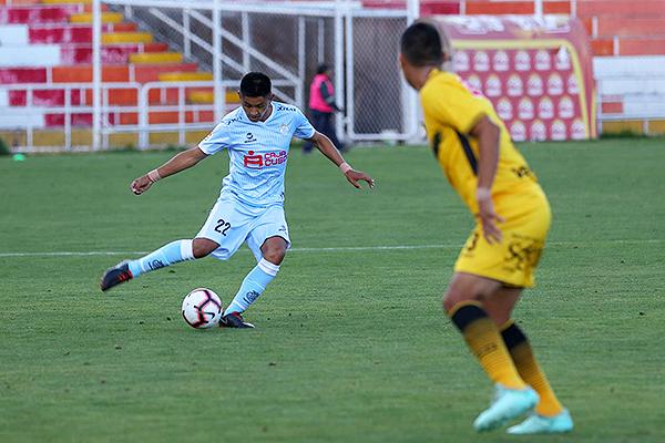 Velásquez se prepara para el lanzamiento de derecha. (Foto: Prensa Real Garcilaso)