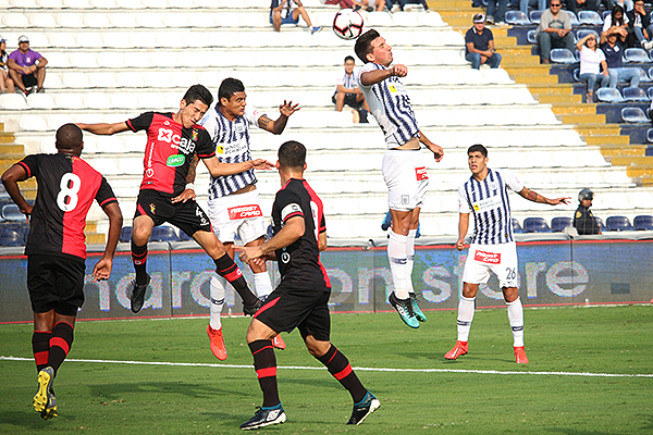 Affonso peina mientras Beltrán y Romero luchan también. (Foto: Fabricio Escate / DeChalaca.com)