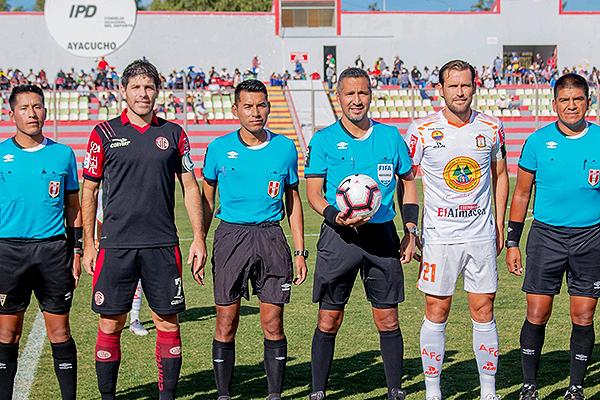 Santiváñez posa en la foto junto a Ciucci y Montes. (Foto: Prensa Ayacucho FC)