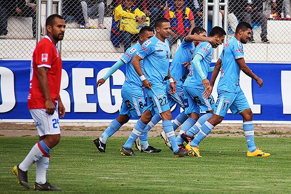 Pérez celebra su golazo ante Comercio. (Foto: David Ramos / DeChalaca.com)