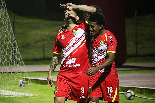 Neumann celebra su gol luego de fechas sin hacerlo. (Foto: Juan Aquino / DeChalaca.com)