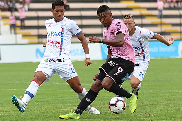 Peralta se enfrenta a Jiménez. (Foto: Pedro Monteverde / DeChalaca.com)