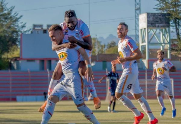 Aldair Perleche anotó un golazo y lo celebró junto al colombiano Carlos Preciado. (Foto: Prensa Ayacucho FC)