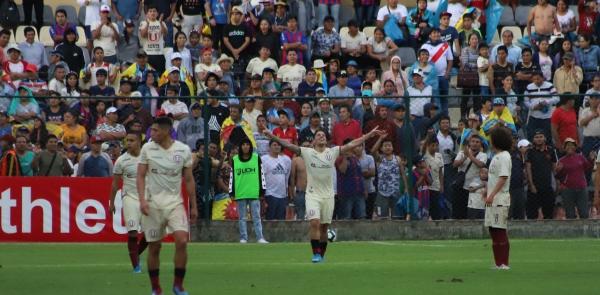 En el cierre del partido, Hohberg se vistió de '9' y le cruzó bien el balón a Morales. (Foto: Álex Melgarejo / DeChalaca.com)