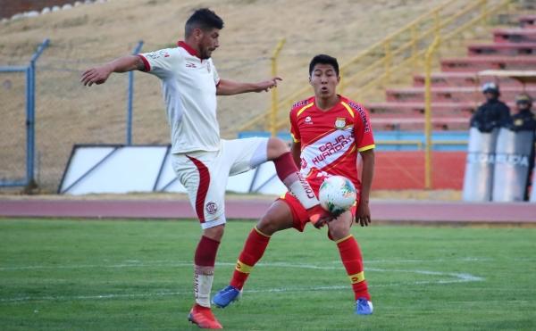 Sergio Almirón demostró que es delantero y falló el despeje en zona defensiva, lo que generó el gol de Corrales. (Foto: Juan Aquino / DeChalaca.com)