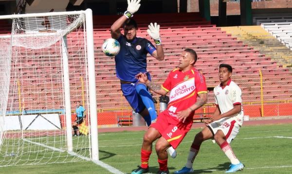 Delgado evitó la caída de su valla en reiteradas ocasiones, aunque eso no evitó la derrota del 'Gavilán'. (Foto: Juan Aquino / DeChalaca.com)
