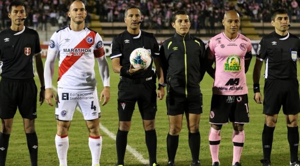 Santiváñez es el árbitro que más dirigió a lo largo de 2019. (Foto: Pedro Monteverde / DeChalaca.com)