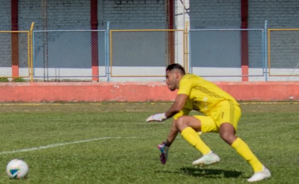 Raúl Fernández quedó mano a mano ante Gularte y el delantero falló. (Foto: Emilio Ruiz / DeChalaca.com)