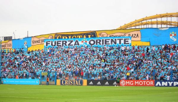 El campo de juego estuvo rápido y las tribunas presentaron un buen marco. (Foto: Fabricio Escate / DeChalaca.com)