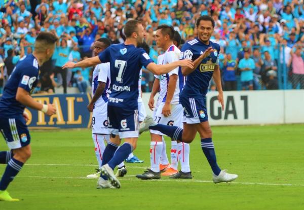 Carlos Lobatón celebra el gol del triunfo con Calcaterra. (Foto: Fabricio Escate / DeChalaca.com)