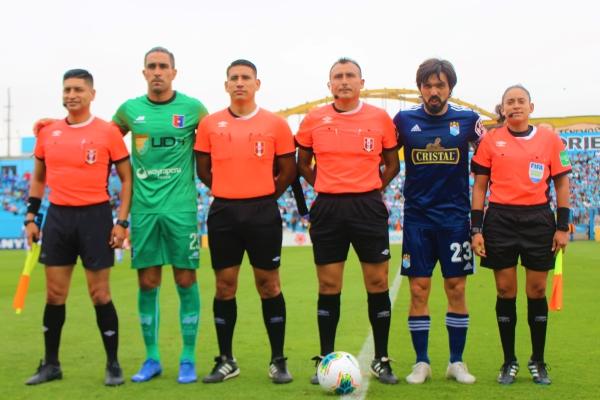 Correcto desempeño del árbitro Villanueva en el vibrante duelo jugado en el Alberto Gallardo. (Foto: Fabricio Escate / DeChalaca.com)