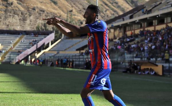 Una gran combinación entre Durán y Pajoy culminó con el tanto del colombiano. (Foto: Mijaíl Úrsula / DeChalaca.com)