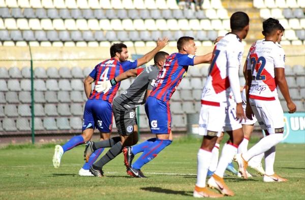 Rivadeneyra fue vital para que la 'franja' no encaje más goles en su visita a Huánuco. (Foto: Mijaíl Úrsula / DeChalaca.com)