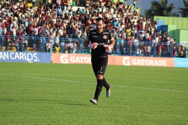 Fue un buen partido de José Carvallo bajo los tres palos, mientras que Luis Tejada desperdició chances de gol. (Foto: Larry Jalk / DeChalaca.com)