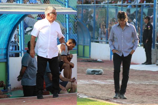 Tanto Miguel Ángel Arrué como Ángel Comizzo enviaron al campo un 4-2-3-1 que buscó el equilibrio entre defensa y ataque. (Foto: Larry Jalk / DeChalaca.com)