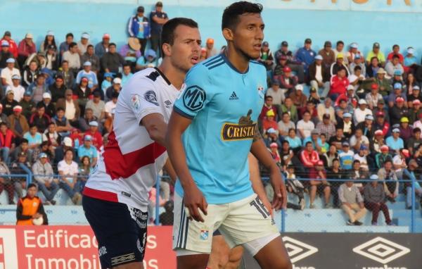 'Canchita' Gonzales no estuvo fino frente a Rivadeneyra y fue bien tomado. (Foto: Mario Azabache / DeChalaca.com)