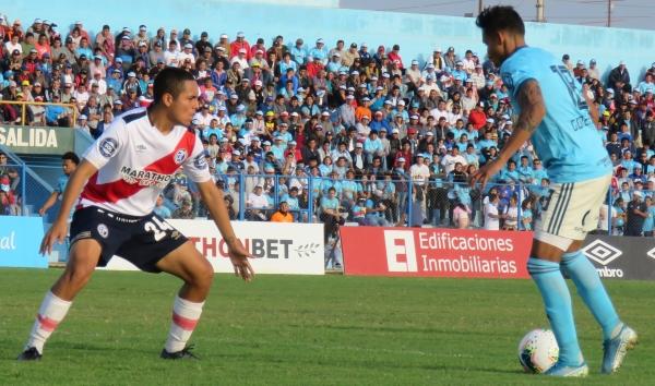 Flojo partido de Kevin Peña, aquí junto a 'Canchita' Gonzales. (Foto: Mario Azabache / DeChalaca.com)