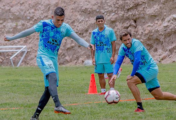 Cristian Mejía ha tenido mucho desdoble, pese a comenzar en la zona de recuperación. (Foto: Prensa Ayacucho FC)